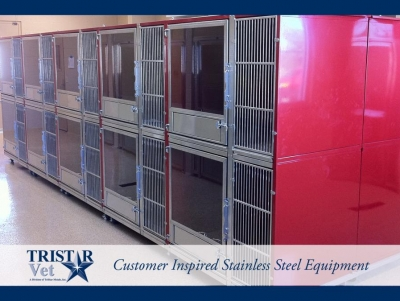 TriStar Vet kennel photo: Bright red Starlite kennel panels add a pop of cheery color to this resort