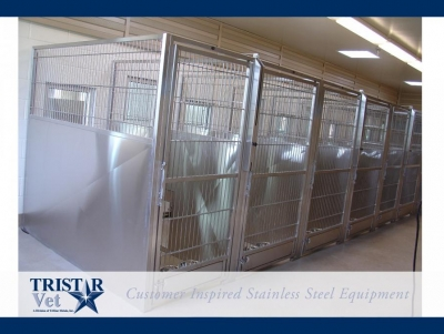 TriStar Vet kennel photo: Many practices prefer our classic stainless steel panels and rod doors