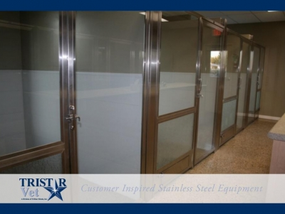 TriStar Vet kennel photo: White Starlite panels let in the light while giving patients privacy