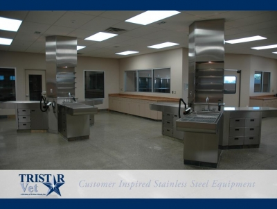 TriStar Vet treatment equipment photo: Open floor plan-stainless steel work columns and wet prep tables