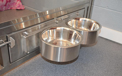 Stainless Steel Kennel Door Rotating Bowl Feeder Tristar Vet